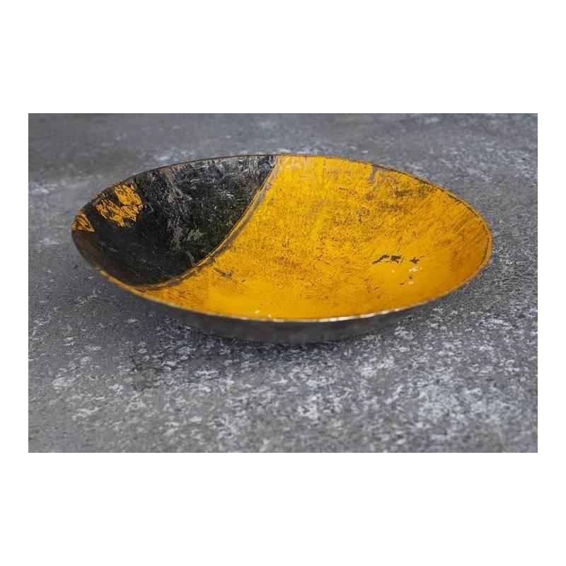 Plats en barils de pétrole recyclés - couleur jaune et noir